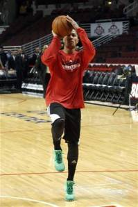 Derrick Rose had green I'm-not-gonna-play shoes for St. Patty's Day! How cute!